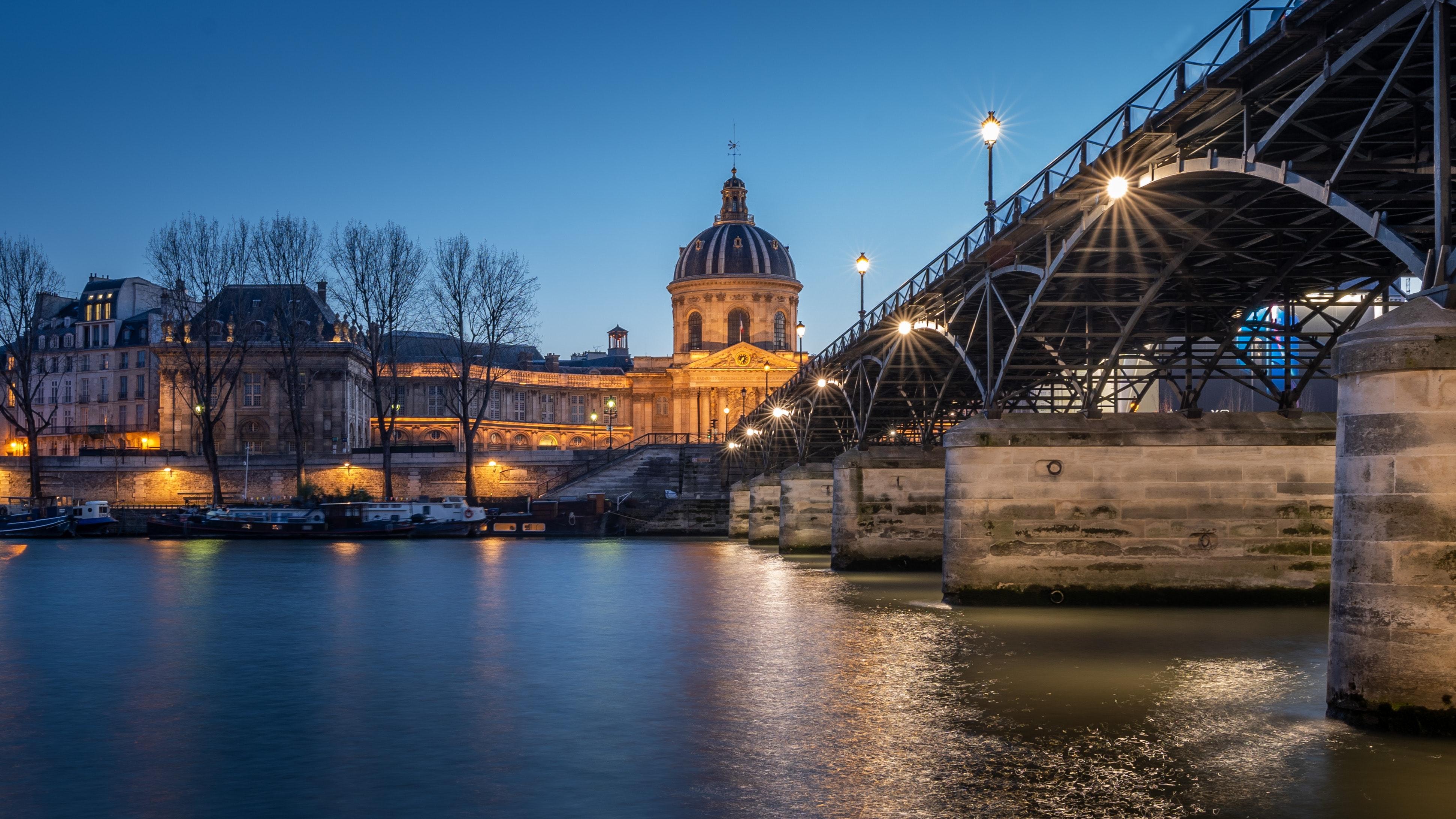 Romantic Paris: Love around Seine image