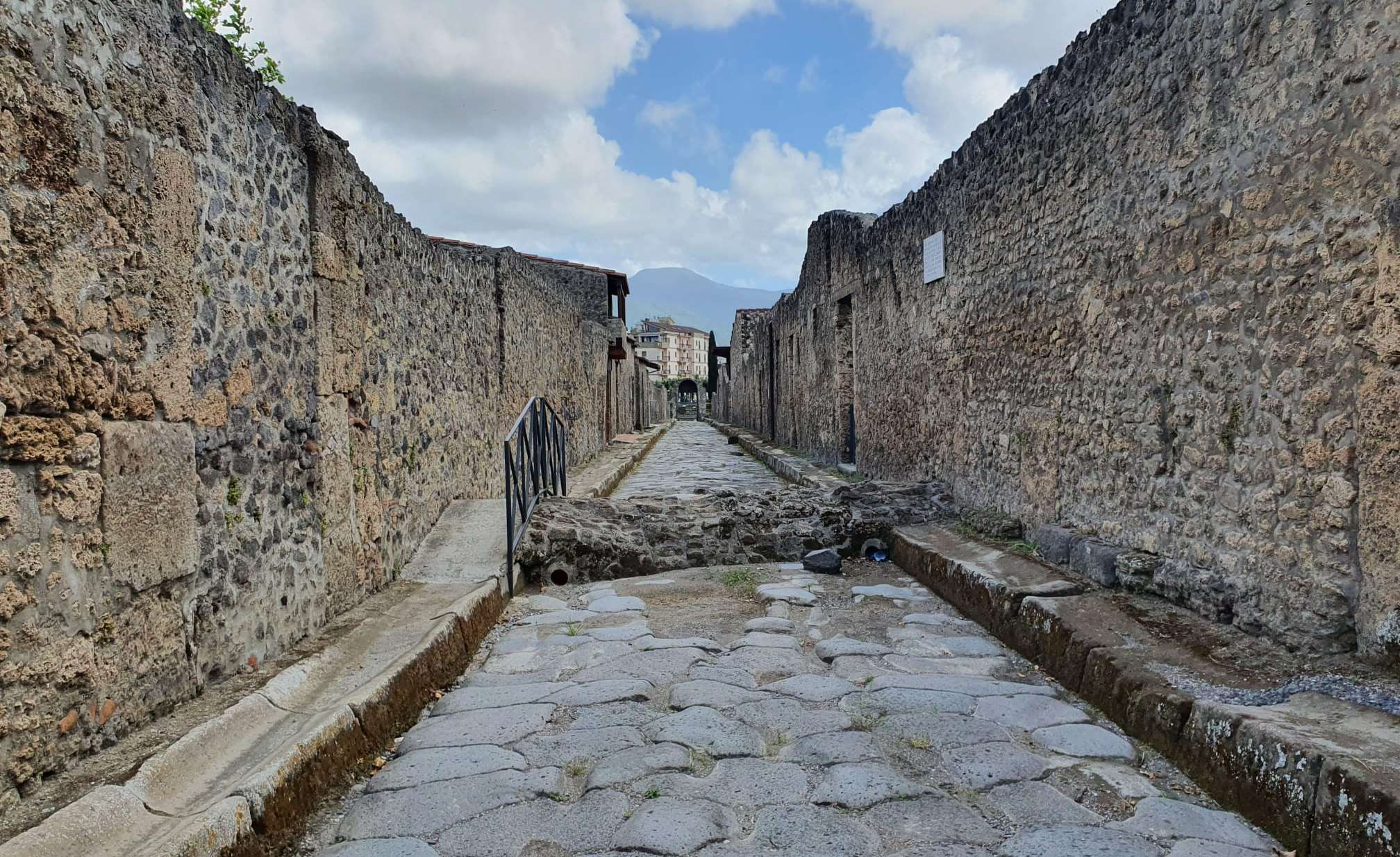 Haunted Pompei (QUEST IN TEST MODE) image